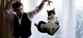 Un magicien fait flotter un chat !